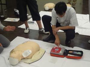 AEDの使い方を学ぶ