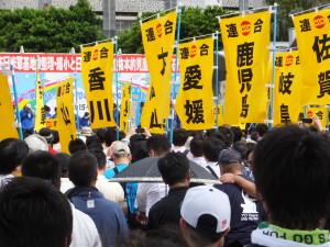 デモ行進前集会の様子