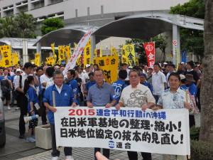 県庁前広場から牧志公園までデモ行進